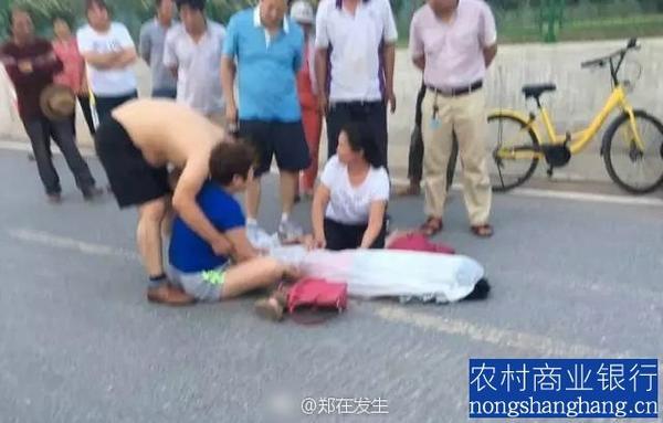 郑州市西三环东冯湾北跨渠生产桥上一12岁男孩骑小黄车飚车不幸摔死(组图)