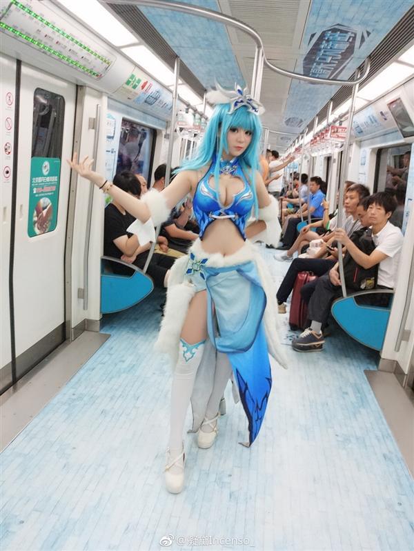女孩cos 王者荣耀 王昭君乘地铁被大妈怒怼 这么暴露浪给谁看 女孩cos