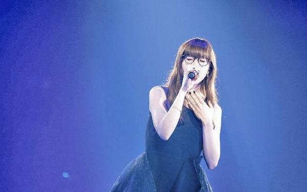 日本歌手Aimer举行个人演唱会 360度圆形舞台