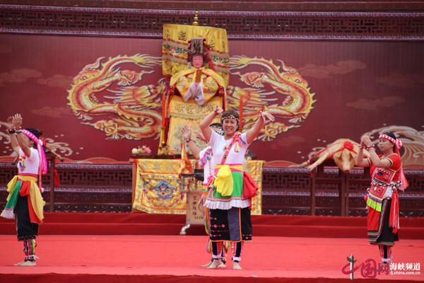 台湾高山族同胞舞蹈表演 副本.jpg