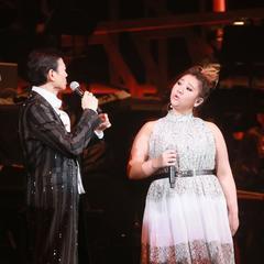 郑少秋与女儿同台