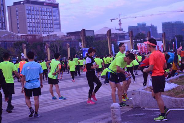 2017福建农信福州国际马拉松精彩纷呈