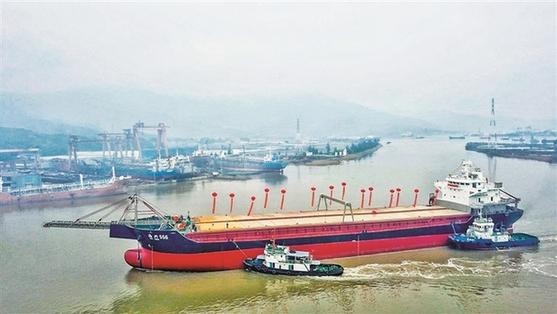 """2万吨载重自卸砂船""""海兴号""""在福安长兴船厂下水"""