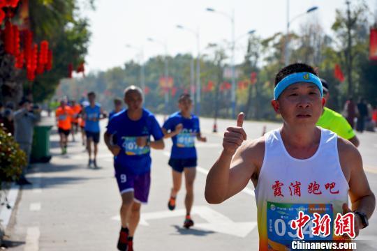 福建宁德2000余人健身跑迎省运(图)