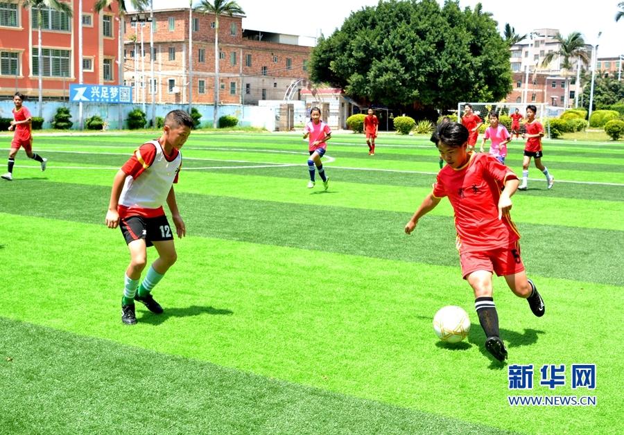 """【组图】福建南安:足球夏令营点燃乡村孩子的""""足球梦"""""""