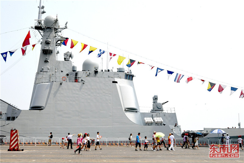海军多型主力战舰举行开放日