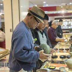 福州第二届古玩交流会吸引千名收藏爱好者共赏珍宝