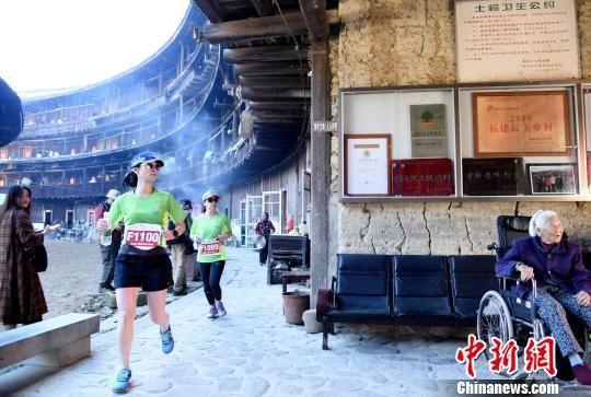 第五届南靖土楼国际马拉松赛鸣枪开赛