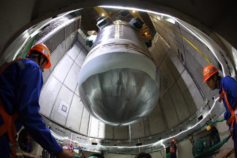 """福清核电6号机组""""核心""""成功就位 """"华龙一号""""示范工程全面进入安装高峰"""