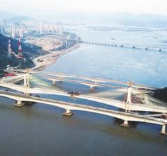 福平铁路乌龙江特大桥合龙