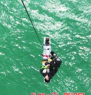 渔船船员突然晕厥 直升机海上救人