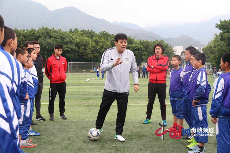 中国足球名宿辅导团走进福清西山学校 助力校园足球发展