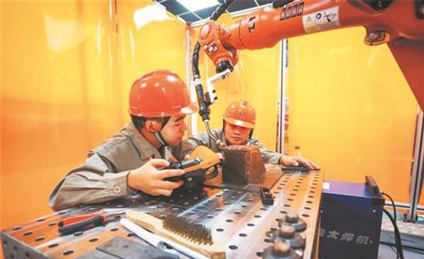 泉州市首届机器人焊接技能大赛在洛江区开赛