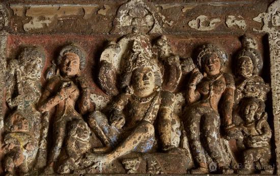 印度阿旃陀的壁画、建筑与雕刻,驰誉遐迩,也同为世界艺坛所重视