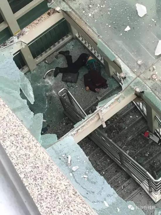 巨鹿车祸网7月18号_女司机又出事!长沙机场车祸 一男子被撞下高架桥不幸身亡_中国 ...